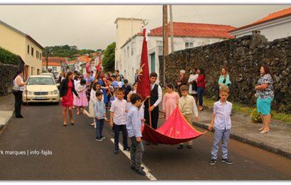 CORTEJO DE COROAÇÃO DO D.E.S. – Freguesia da Urzelina – Ilha de São Jorge (c/ vídeo)