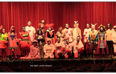 """""""ALICE NO PAÍS DAS MARAVILHAS"""" – Grupo de Teatro Iuventute Virtutis (peça completa – vídeo de 57 minutos) – Ilha de São Jorge"""