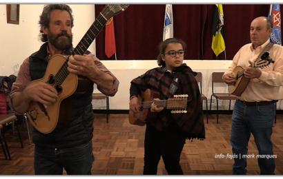 MARIA BETTENCOURT – Jovem com apenas 11 anos de idade, já toca Viola da Terra nos Bailes Regionais – Ilha de São Jorge (c/ vídeo)