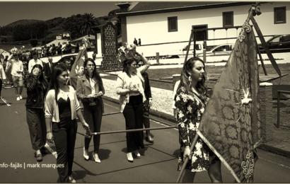 """""""TEMPOS DE ESPERA"""" – CORTEJO DE COROAÇÃO DO DIVINO ESPÍRITO SANTO – Freguesia dos Rosais – Ilha de São Jorge (2019) (c/ vídeo)"""