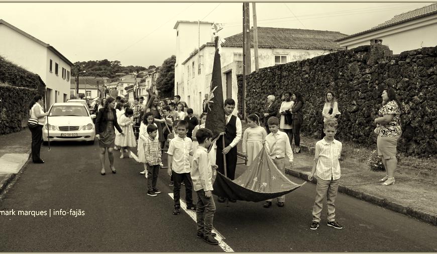 """""""TEMPOS DE ESPERA"""" – CORTEJO DE COROAÇÃO DO D.E.S. – Freguesia da Urzelina – Ilha de São Jorge (2019) (c/ vídeo)"""