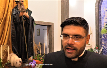 PÁROCO DE SANTO ANTÃO (Padre Dinis Silveira), deixa mensagem aos emigrantes – Ilha de São Jorge (c/ vídeo)