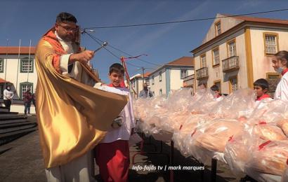 COROAÇÃO E DISTRIBUIÇÃO DE ESMOLAS – Santo Antão – Ilha de São Jorge (c/ vídeo)