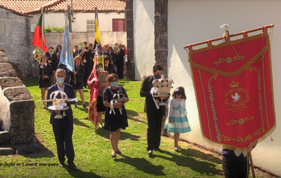 COROAÇÃO E CORTEJO DO DIVINO ESPÍRITO SANTO – Manadas – Ilha de São Jorge (c/ vídeo)