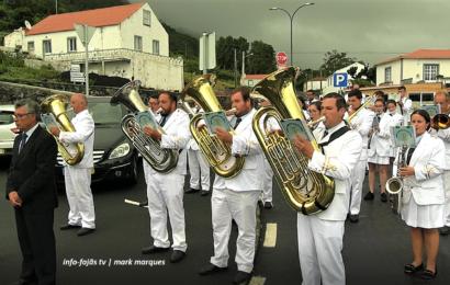 FILARMÓNICA DE SANTO AMARO abrilhantou a FESTA DA SENHORA DA LUZ – Queimada – Ilha de São Jorge (c/ vídeo)
